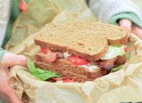 sandwich_met_bacon_sla_en_tomaat.jpg
